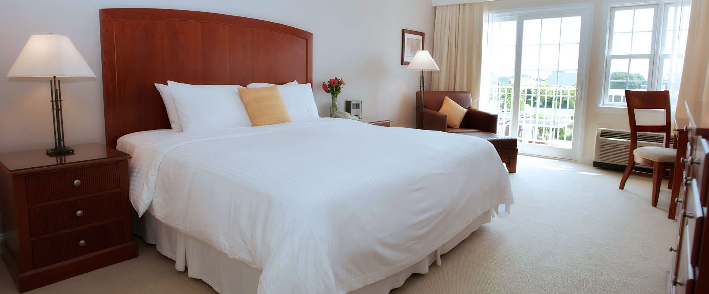 Comfortable Rooms and Suites with Panoramic Views